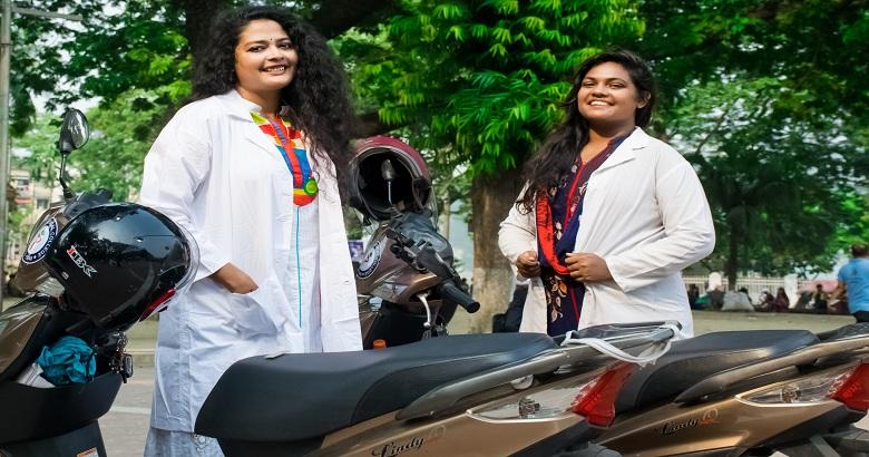 দুই নারী চিকিৎসকের ৬৪ জেলা ভ্রমণের গল্প